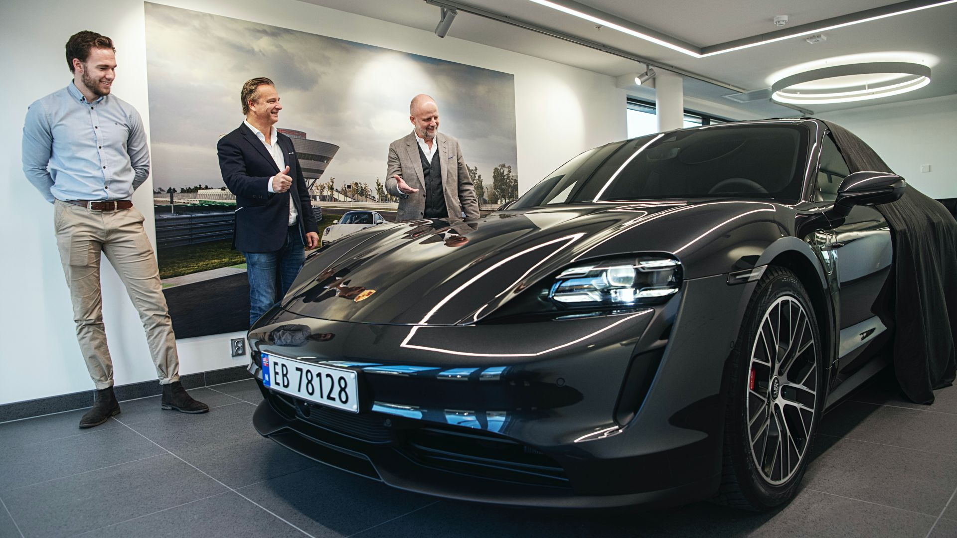 1000th-Porsche-Taycan-delivered-in-Norway-5