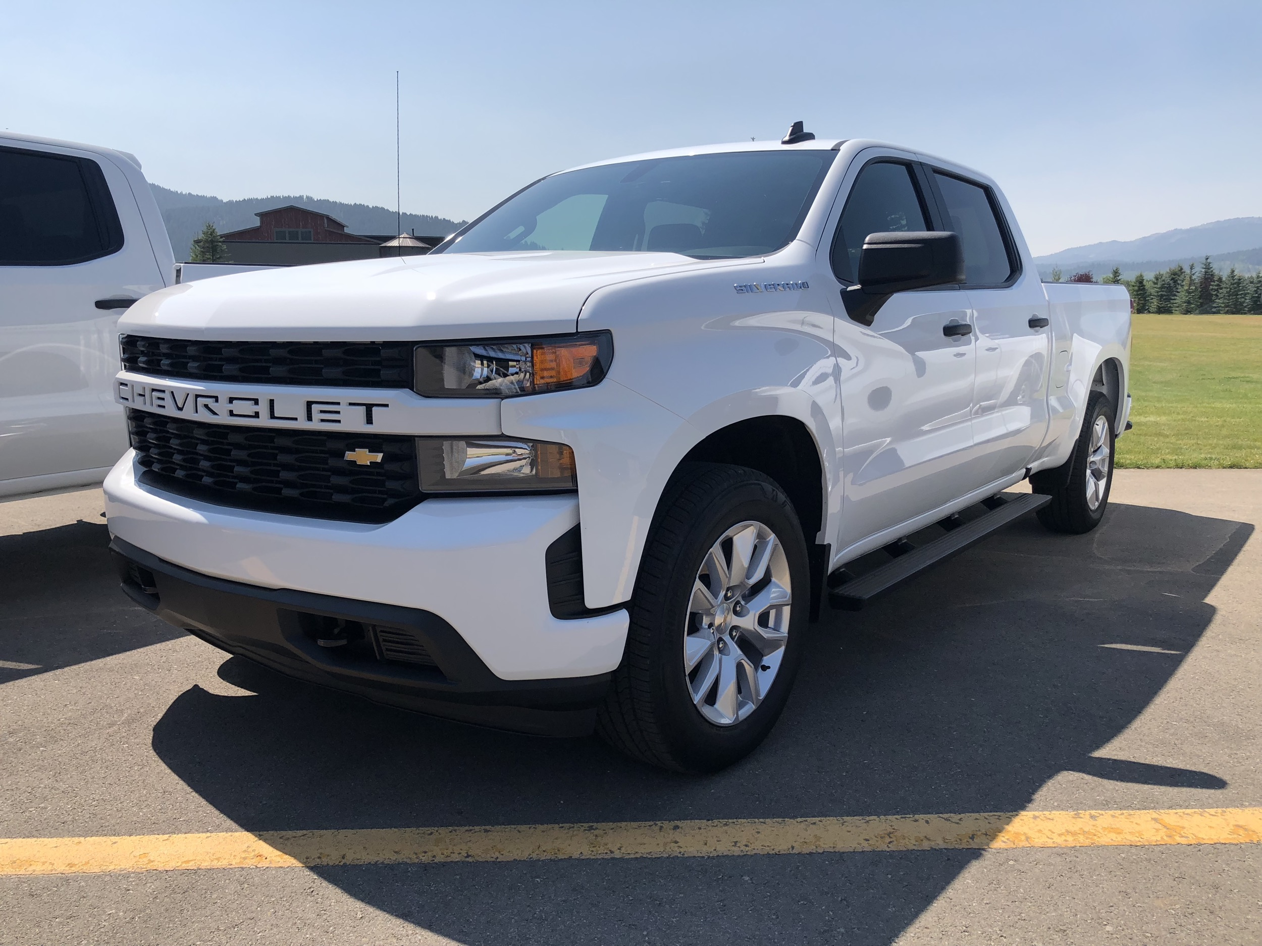 2019-Chevrolet-Silverado-1500-Custom-Exterior-Wyoming-Media-Drive-August-2018-001-front-three-quarters