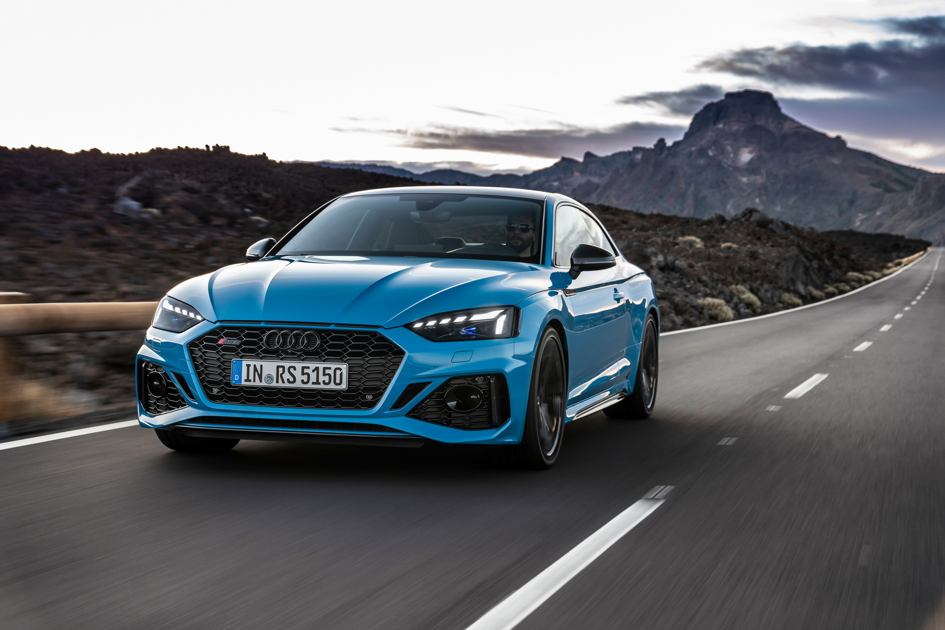 2020-Audi-RS5-Coupe-Sportback-16