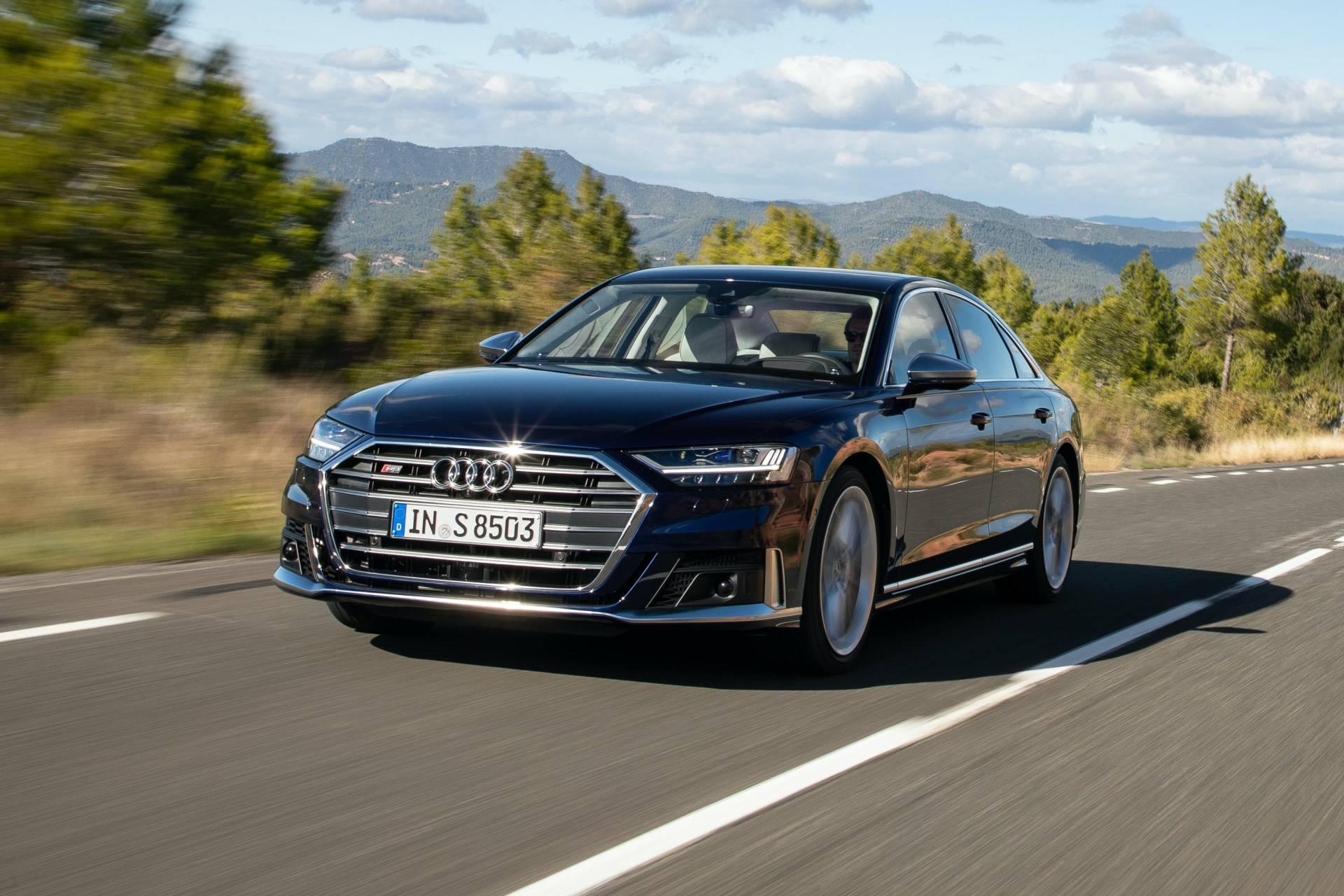 2020-Audi-S8-78