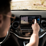 2020-Mercedes-Benz-V-Class-with-MBUX-infotainment-system-1