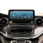 2020-Mercedes-Benz-V-Class-with-MBUX-infotainment-system-5