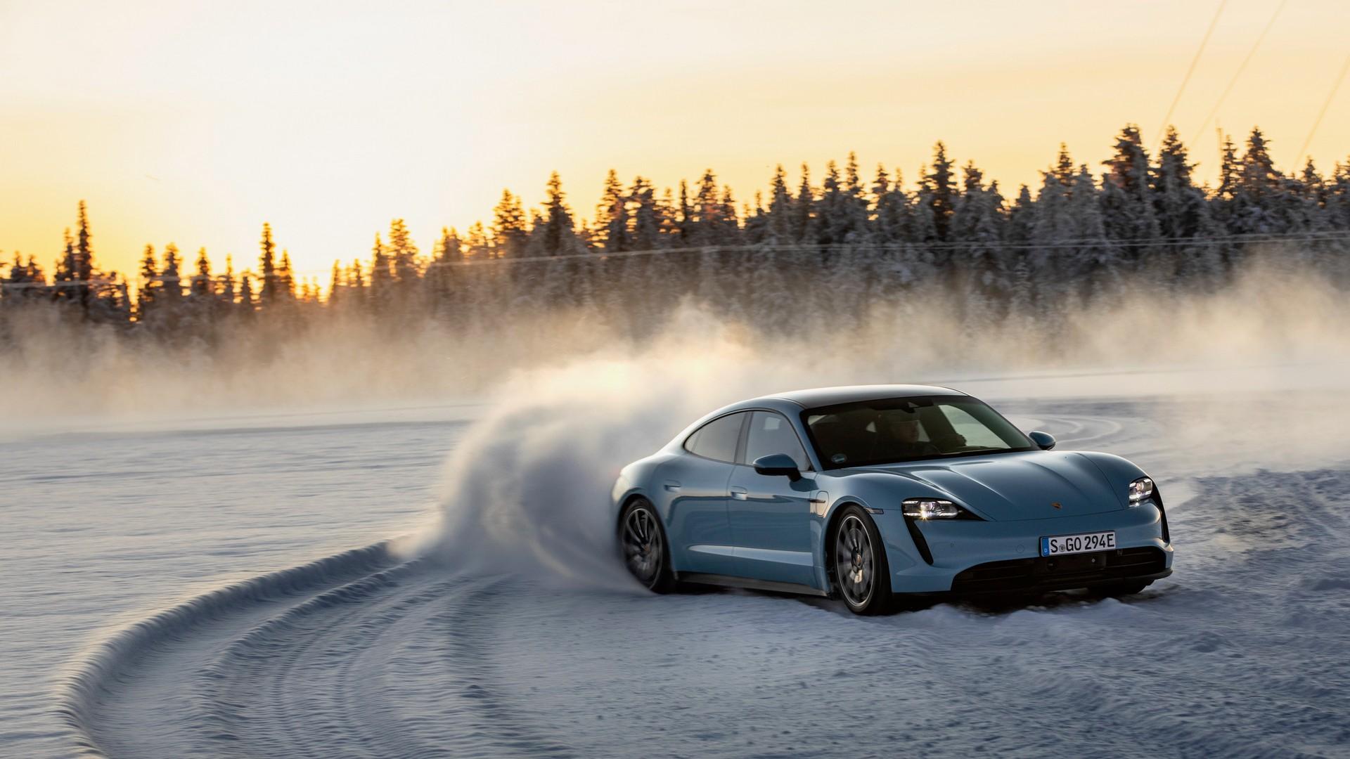 2020-Porsche-Taycan-4S-8