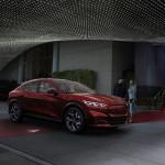 Elon Musk örül az elektromos Mustang SUV bemutatásának