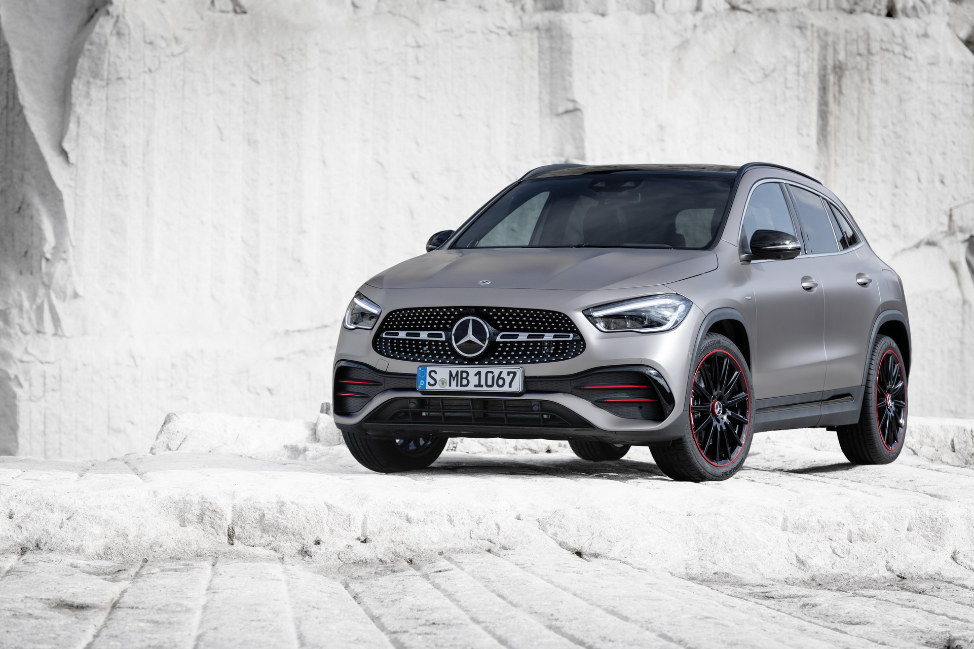 2021-Mercedes-Benz-GLA-14_1