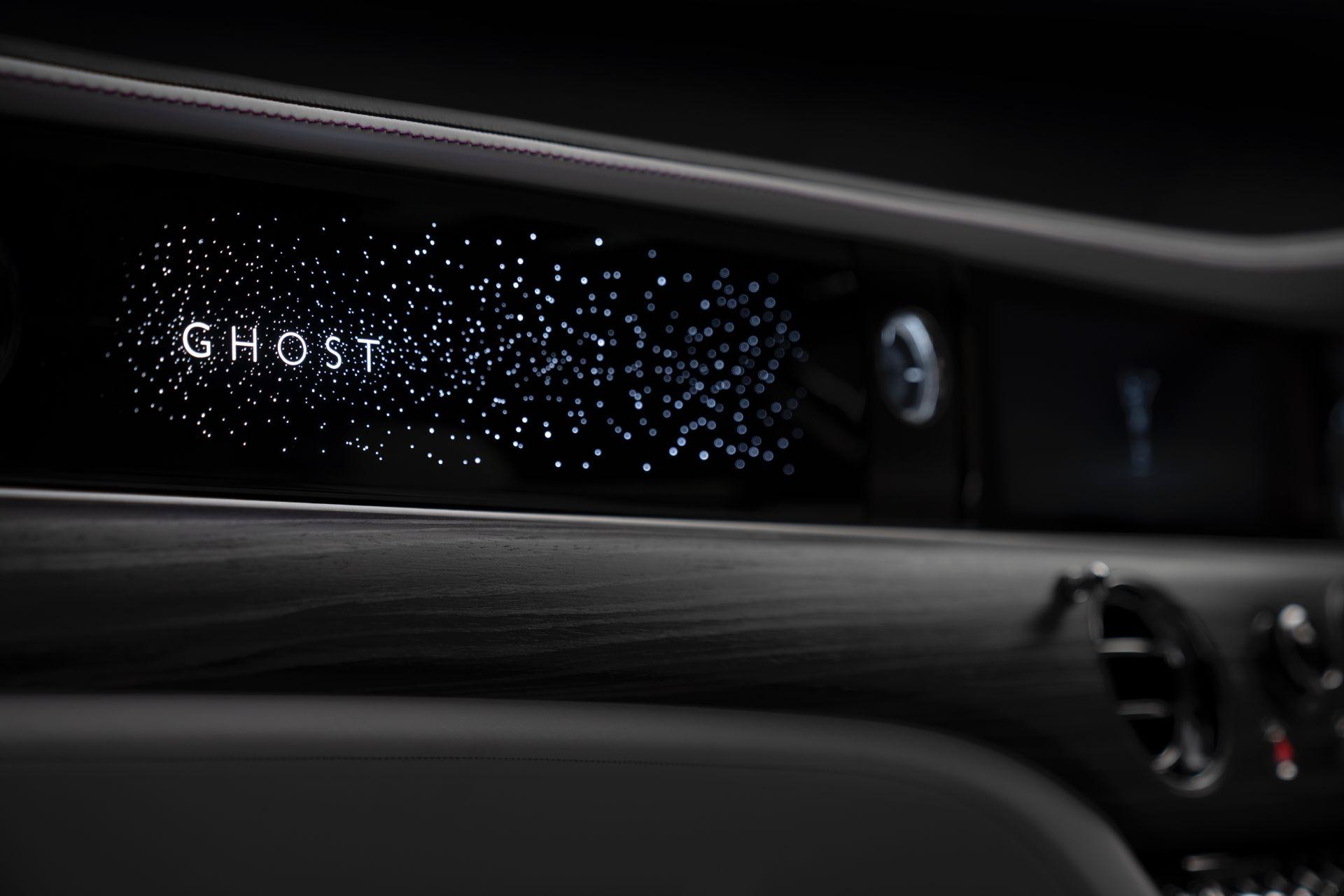 2021-Rolls-Royce-Ghost-illuminated-fascia