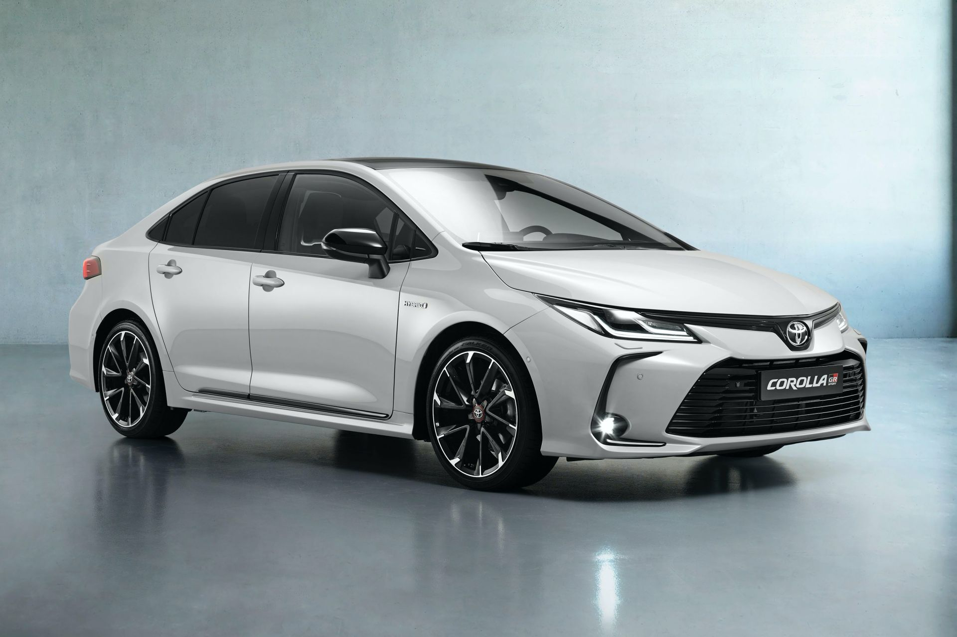 2021-Toyota-Corolla-Sedan-GR-Sport-European-spec-8