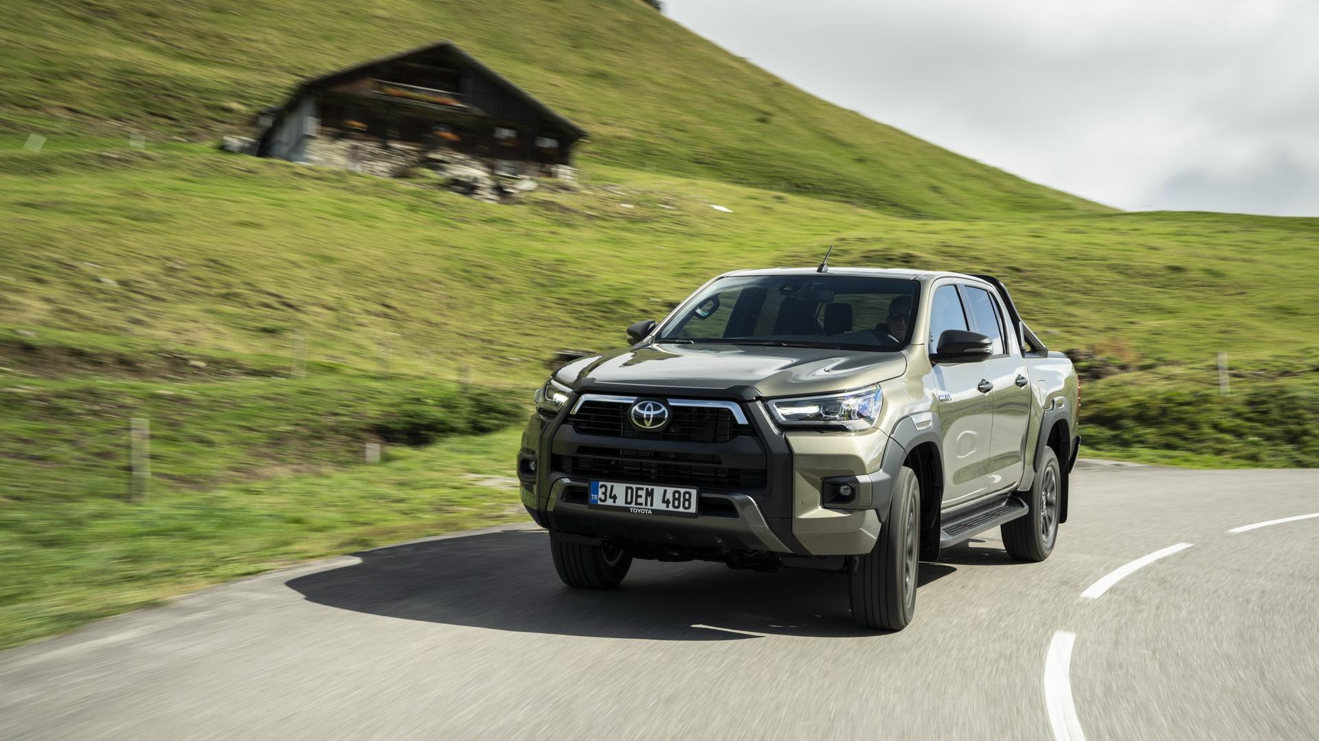 2021-Toyota-Hilux-57
