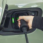 Oroszország már ingyenes úthasználattal is elektromos autózásra csábítja a vásárlókat