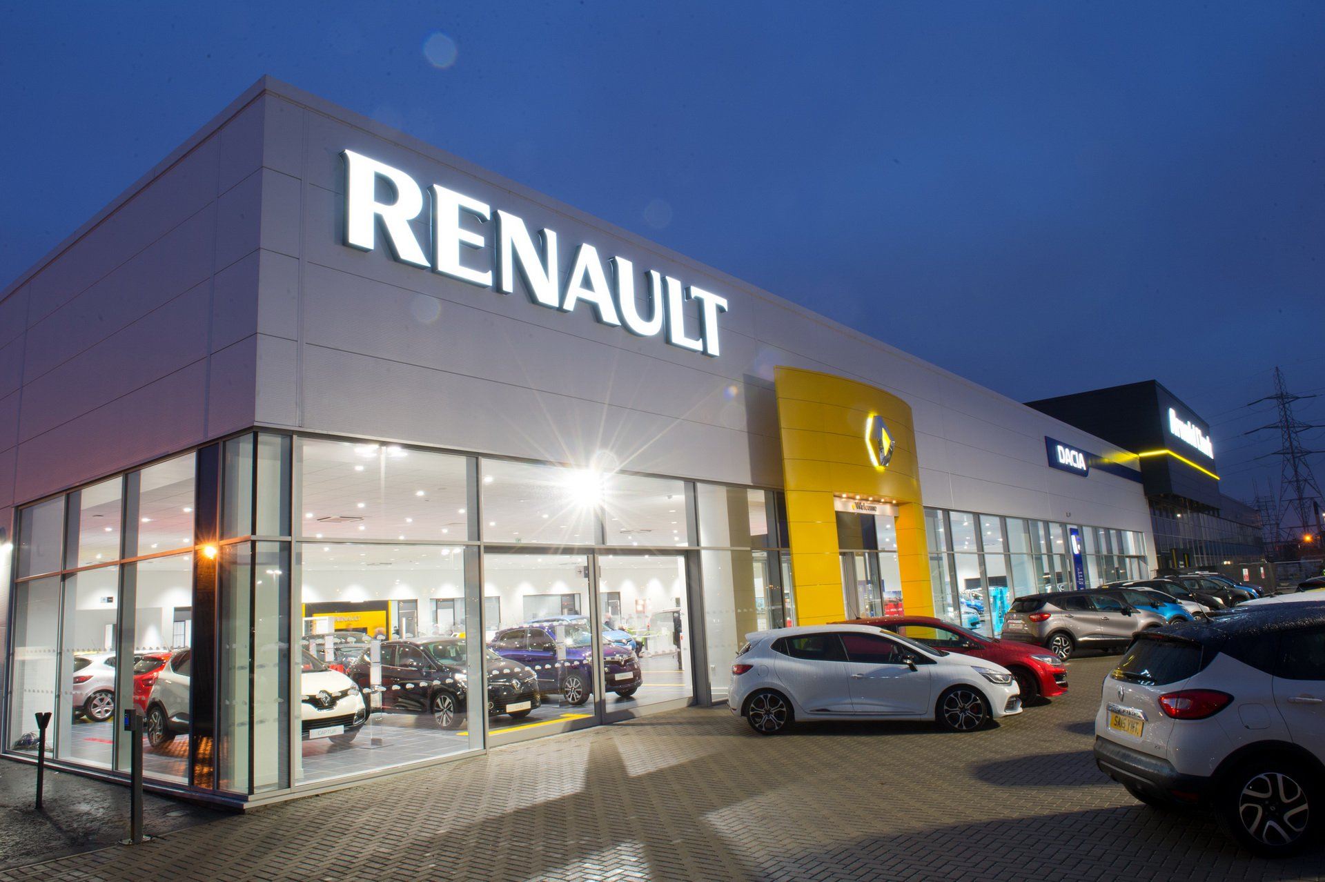 2da52d26-renault-seeks-nissan-merger-and-fca-bid-1