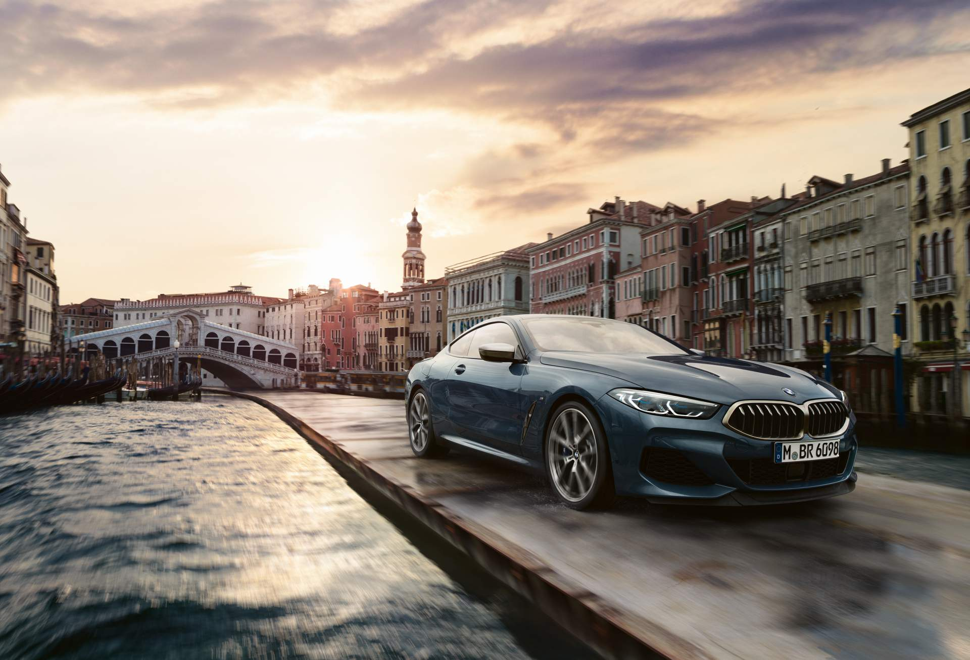 30e6b057-2019-bmw-8-series-venice-commercial-10