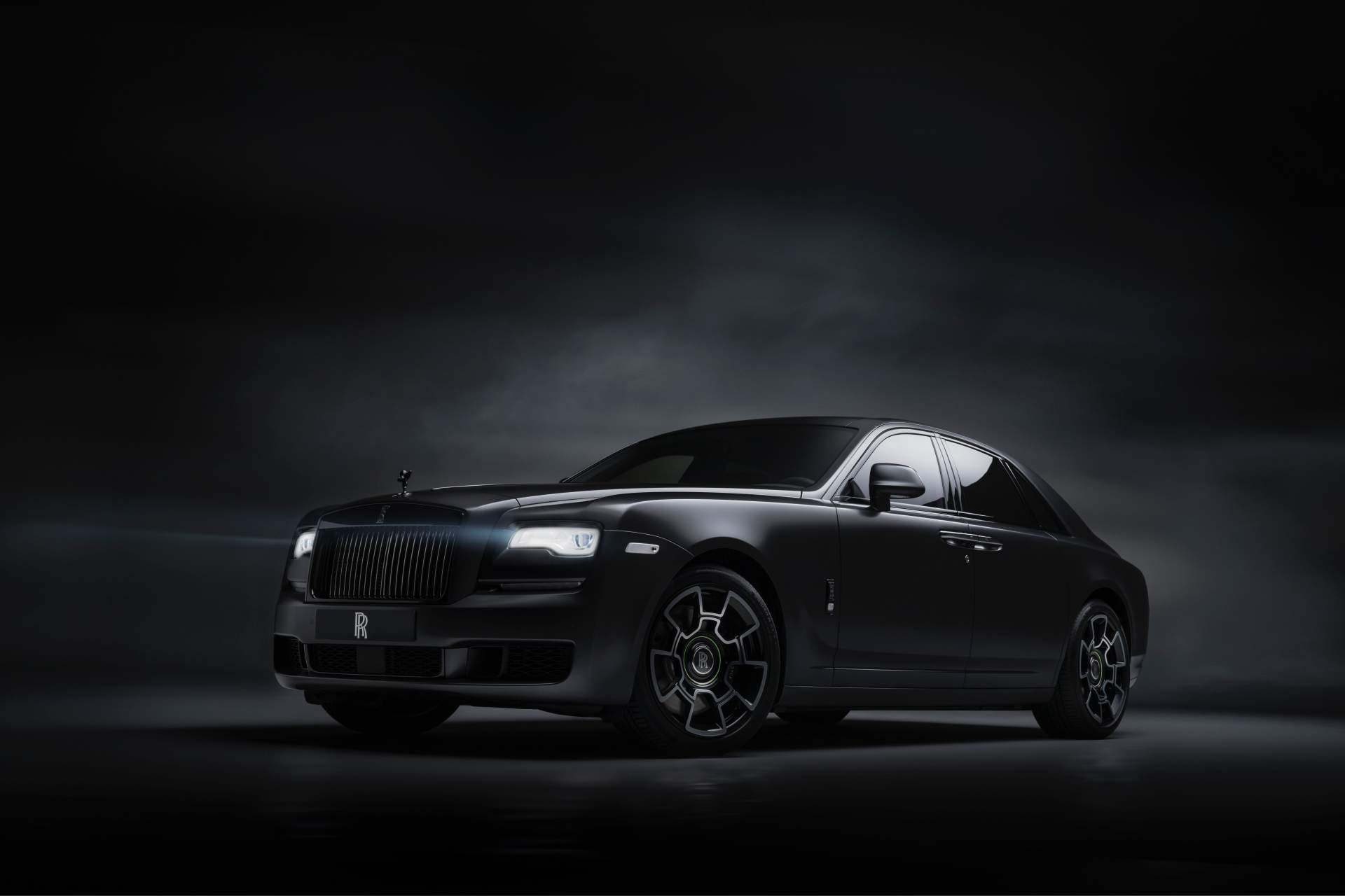 3224e69d-rolls-royce-ghost-black-badge-2