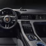 Négy nagyméretű kijelzőt is kap a Porsche Taycan