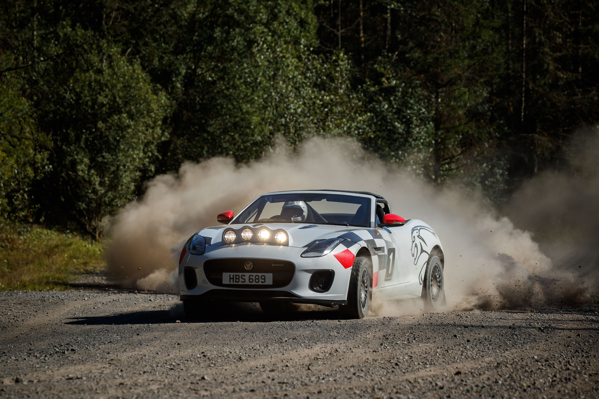 3a12e041-2020-jaguar-f-type-rally-04