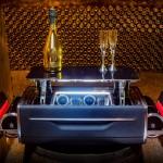 Prémium autót is lehet venni a Rolls-Royce pezsgős bőrönd árán