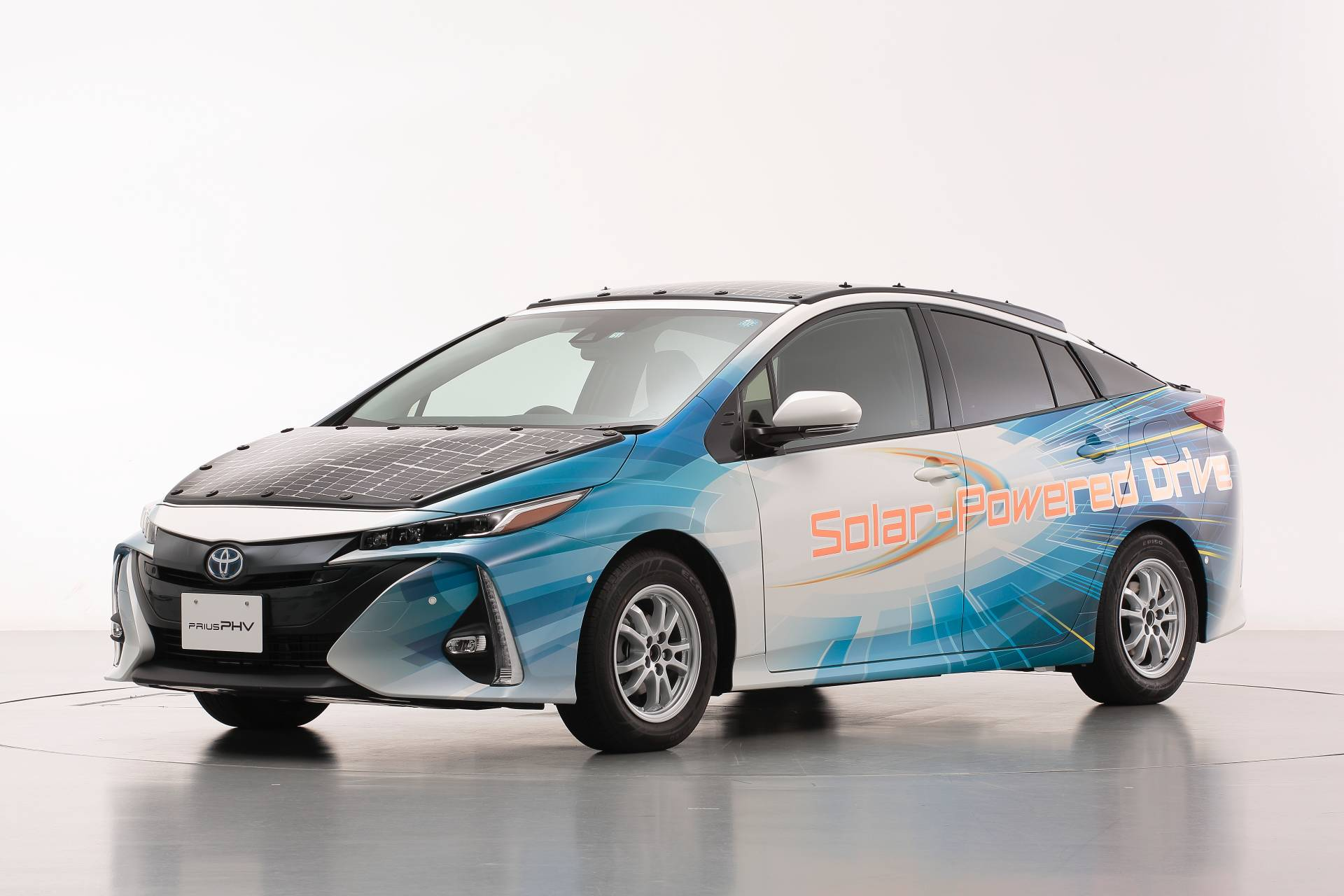 4691c315-toyota-prius-phv-demo-car-with-solar-panels-5