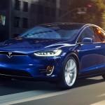 Rizikós manővereket hajt végre magától a Tesla