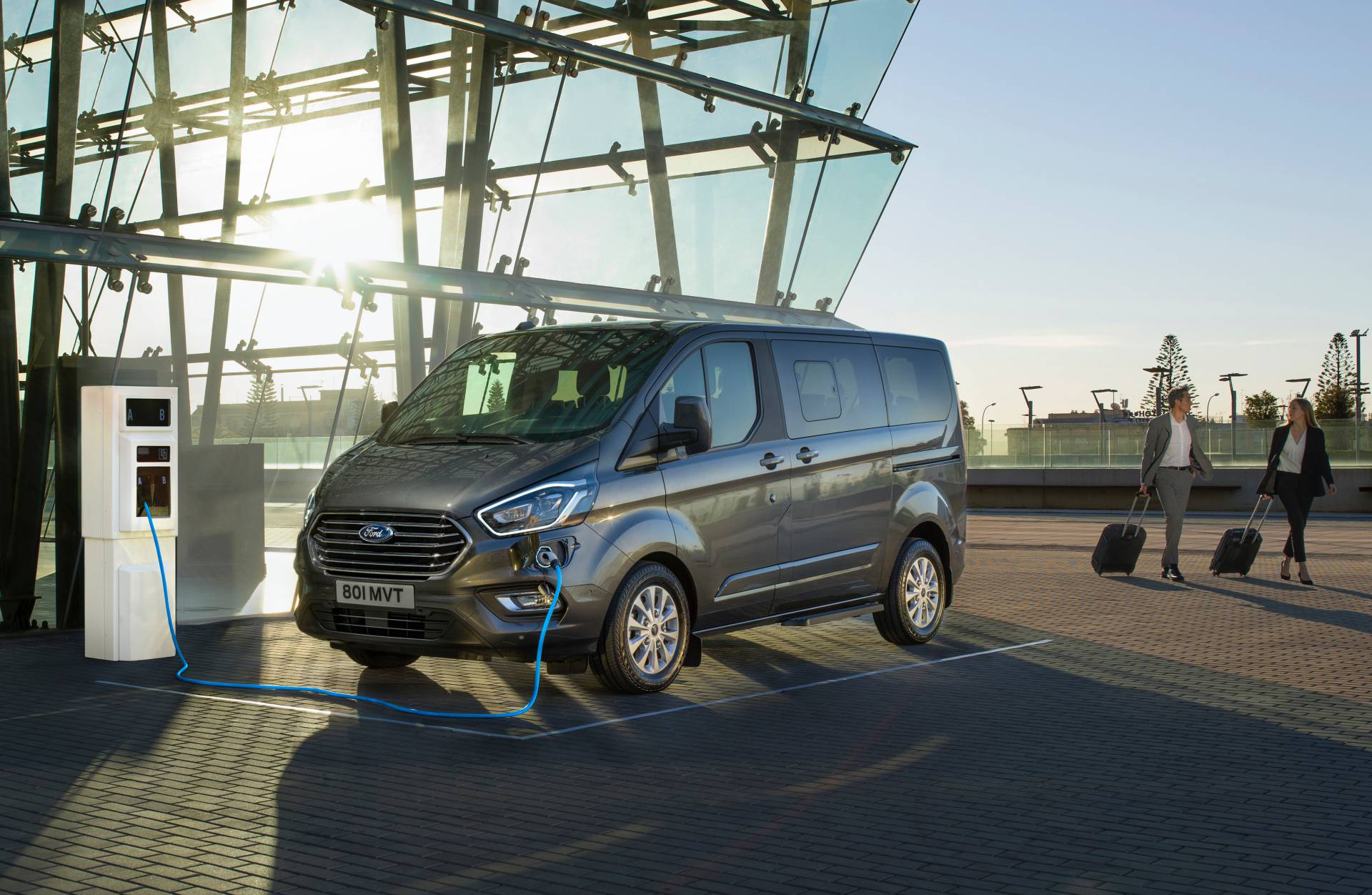 51dc35d6-2019-ford-tourneo-custom-phev-1