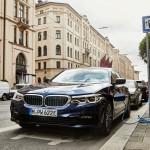 Komolyabb akkumulátorokkal frissült a konnektoros hibrid 5-ös BMW