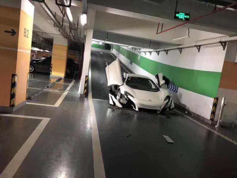 67ad7b9b-mclaren-650s-fake-crashes-china-garage-1