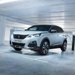 Itt a legerősebb széria Peugeot, ami mellesleg egy hibrid szabadidő járgány