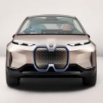 Erős megjelenése lesz a BMW első önvezető elektromos járgányának