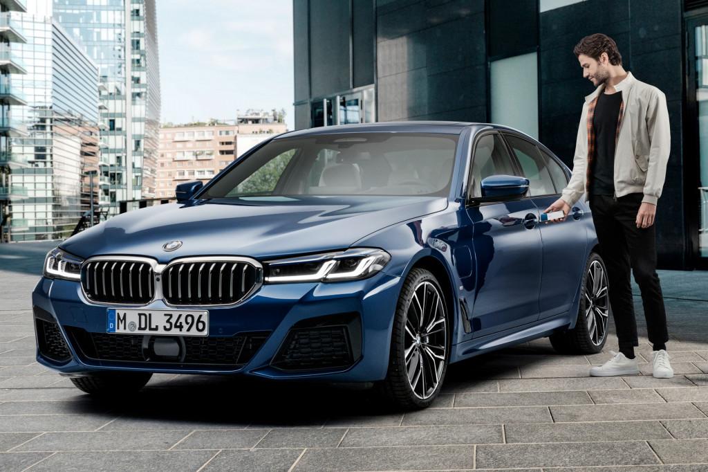 Már Apple okoseszközökkel is üzemeltethetőek a BMW-k