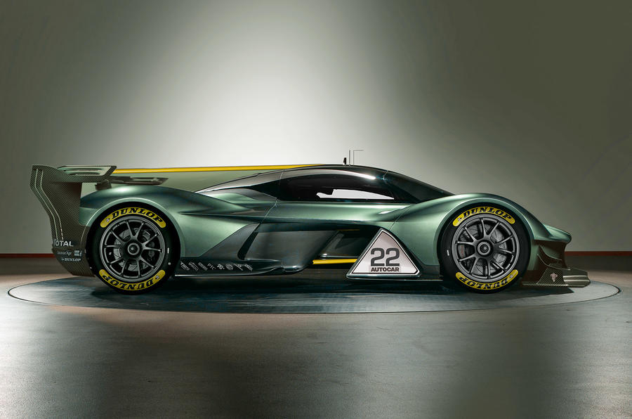 AstonMartinRedBull001-race1