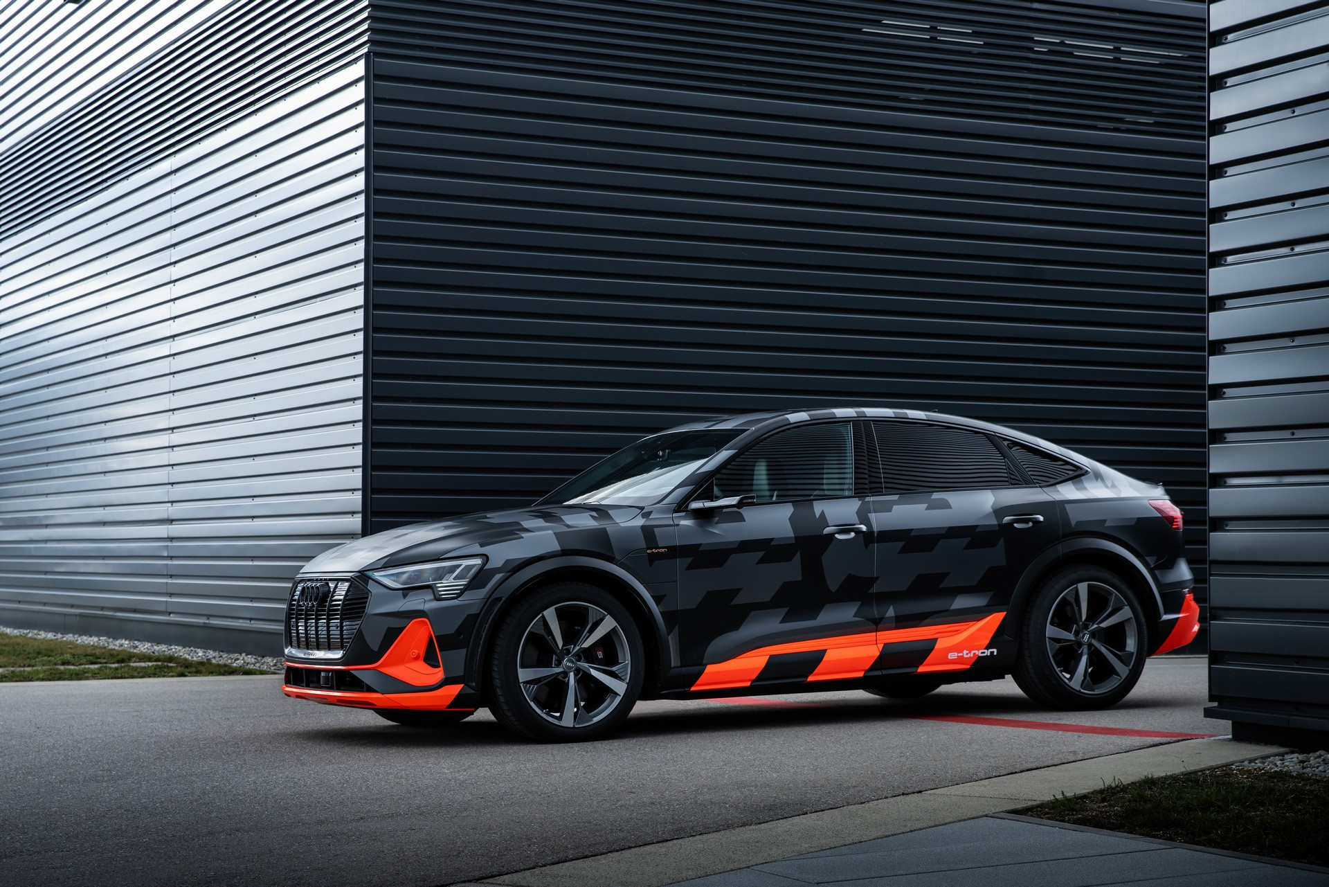 Audi-E-Tron-S-2
