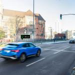 Közlekedési lámpákkal is kommunikáló Audik járkálnak Németországban