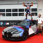 Még be sem mutatott BMW M4-et nyert a most hétvégi MotoGP első helyezettje