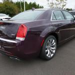 Felemás felszereltséggel érkezett meg a kereskedésbe egy új Chrysler 300-as
