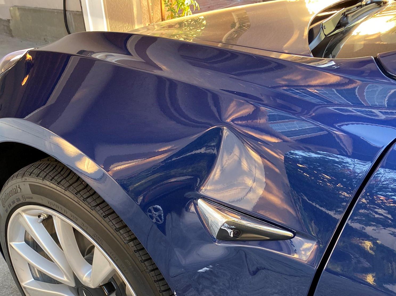 """Egyelőre nem hibátlan a Tesla """"gyere ide"""" rendszere"""