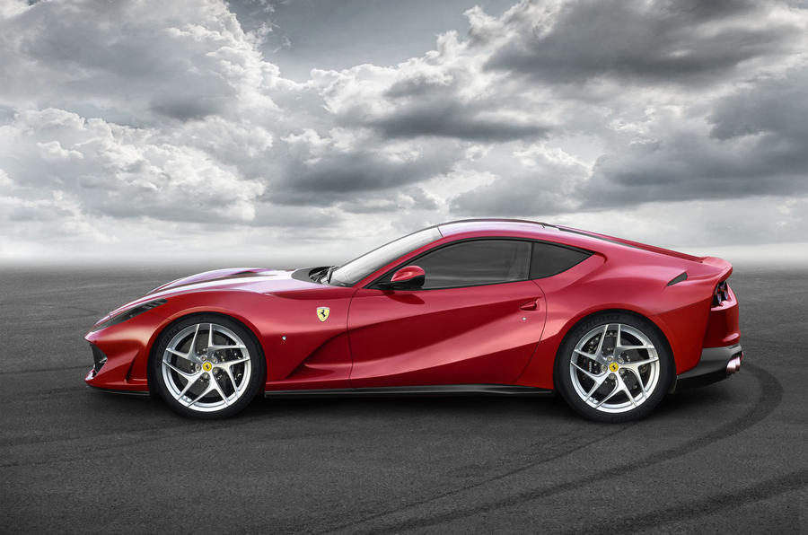 Ferrari_812_superfast_2017_3