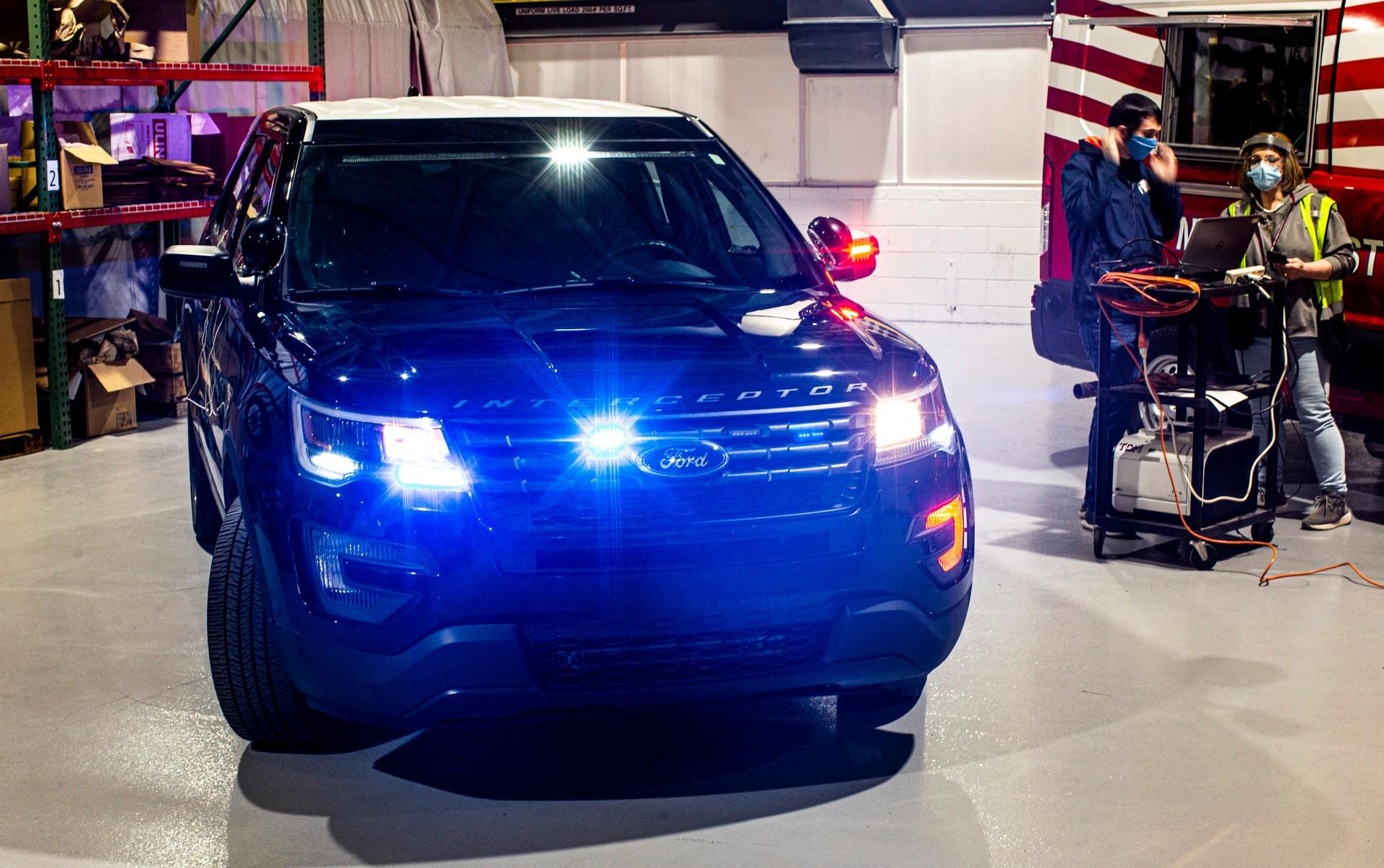 Ford-Police-Interceptor-Utility-Corona-10
