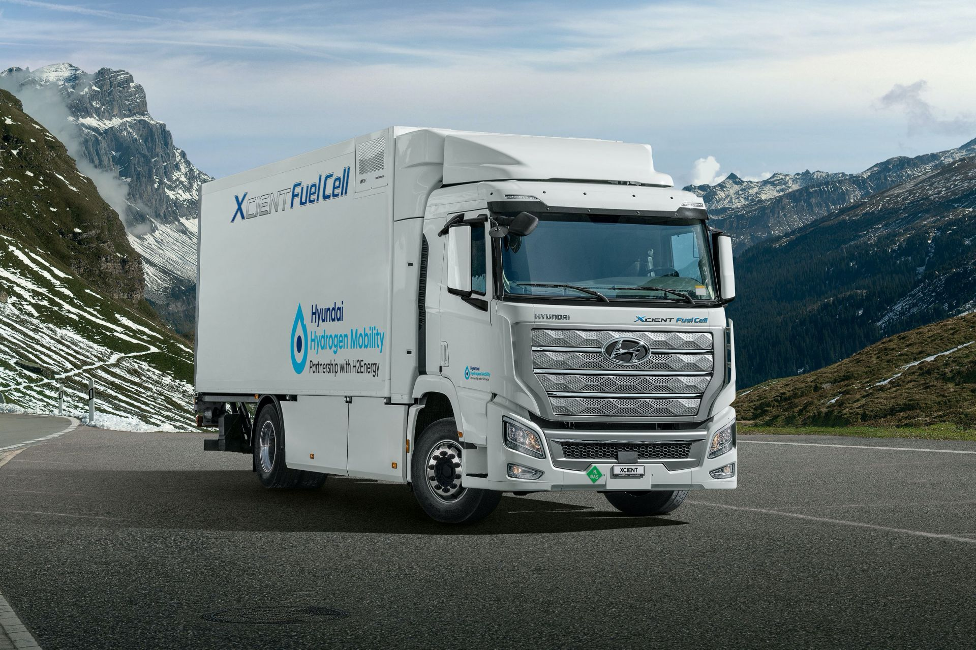 Hyundai-Xcient-fuel-cell-truck-1