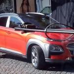 Az első kép az álca nélküli Hyundai Konáról