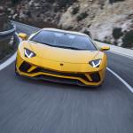 Megmarad a V12-es motornál, de azért a villanyosításból sem marad ki a Lamborghini Aventador utódja