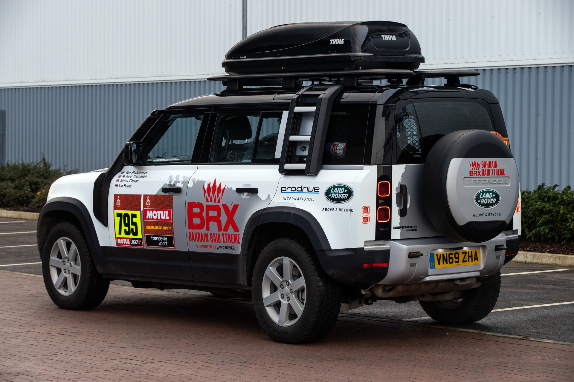 Land-Rover-Defender-Dakar-2021-03