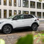 Elsőkerekes hibridként is elérhető az Opel Grandland X