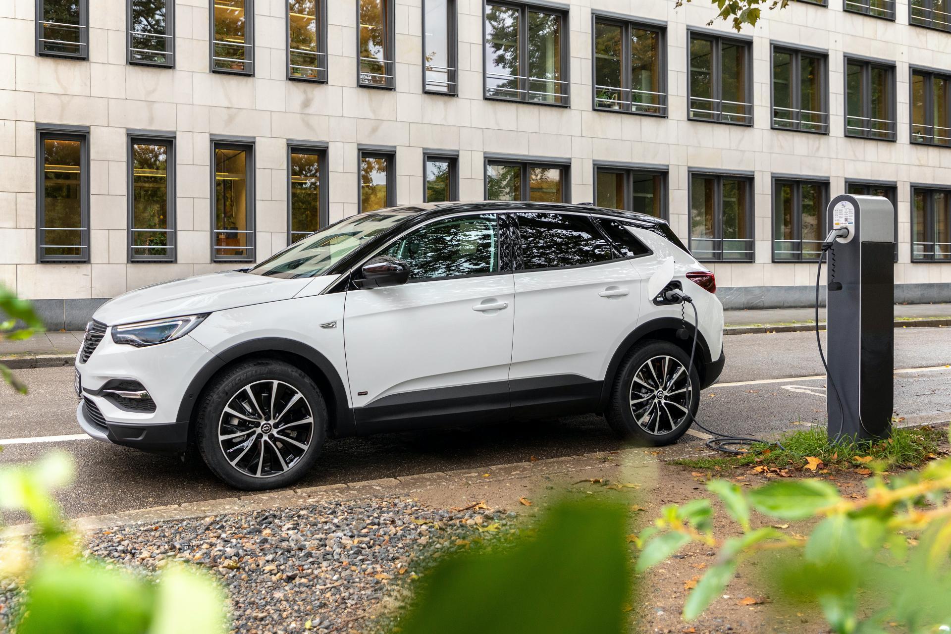 Opel-Grandland-X-PHEV-front-wheel-drive-5