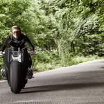 _P90238697_highRes_bmw-moto