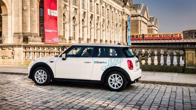DriveNow ist ein Carsharing - Joint Venture der BMW Group und de