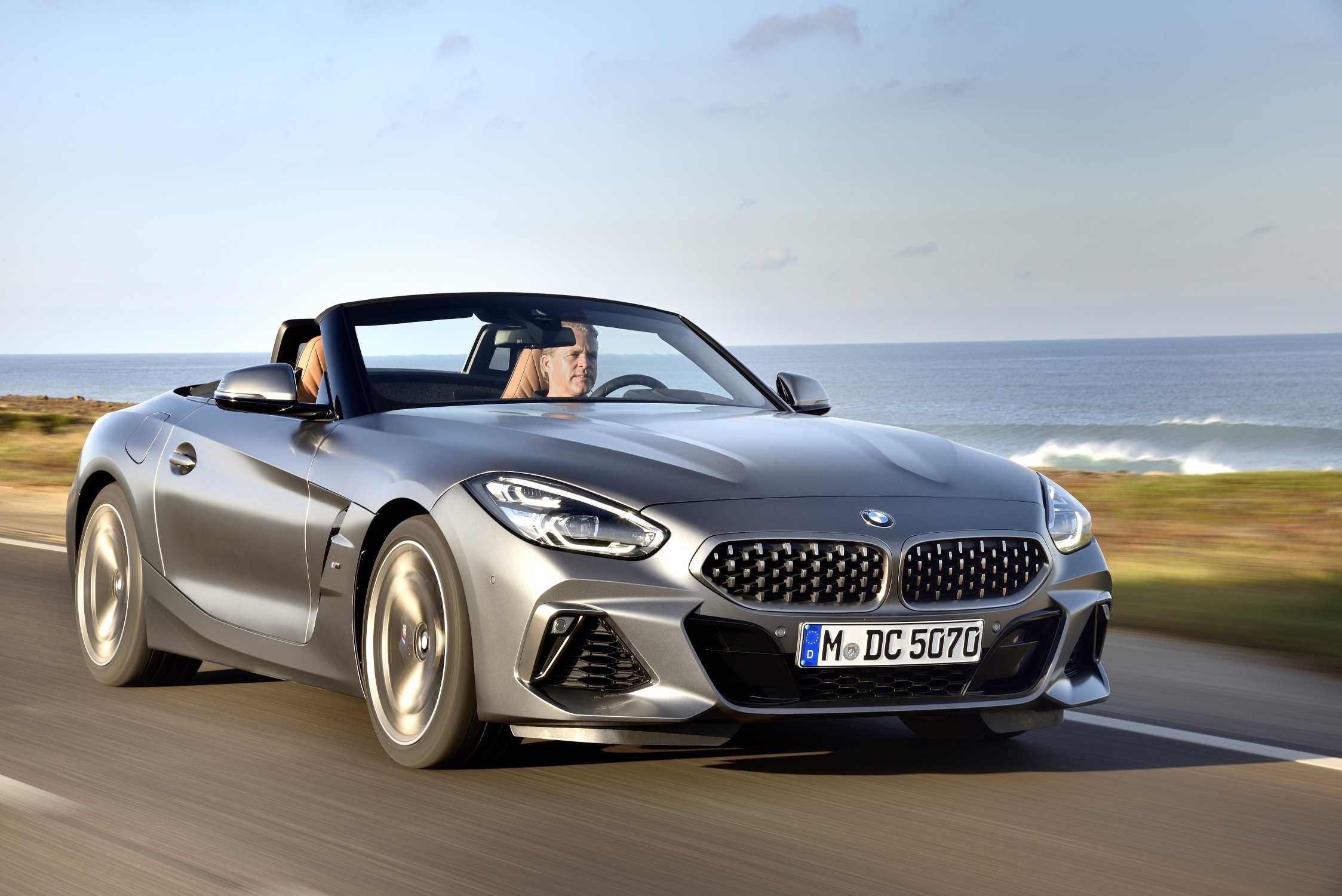 P90328297-the-new-bmw-z4-m40i-roadster-in-color-frozen-grey-ii-metallic-and-19-m-light-alloy-wheels-double-spo-2247px