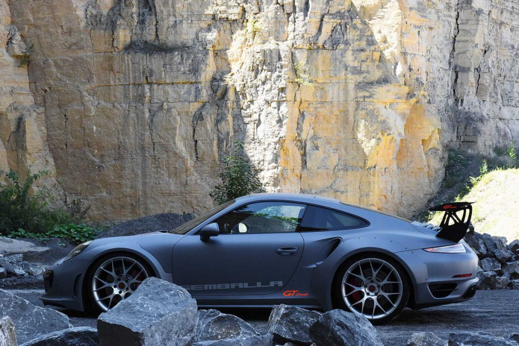Kőkemény Porsche 911-es