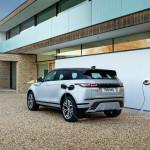 Három hengerrel és hibrid hajtással lett spórolós a Land Rover