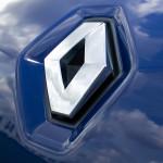 Autókkal segíti a védekezést a Renault Hungária is