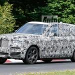 Tesztelik a Rolls Royce első SUV-ját