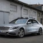Önjáró járművekhez tervez jelző világítást a Mercedes