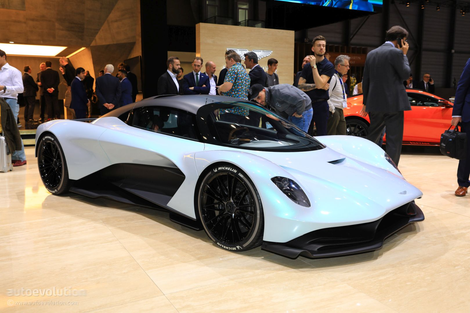 aston-martin-valhalla-to-be-daniel-craigs-next-bond-car-135316_1